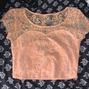 🔥NWT!! Peach lace crop top🔥